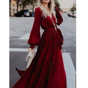 Dresses & Skirts - V neck long sleeve belted maxi dress